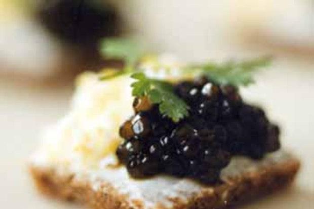 Tartines de Caviar à la Crème Aigre