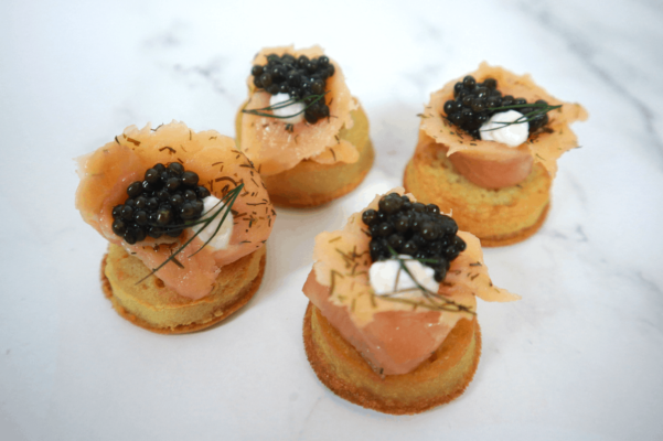 Crumpets with sour cream, smoked salmon and Oscietra Caviar